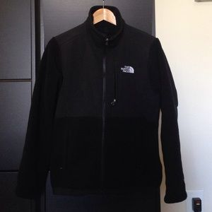 The North Face Jackets & Blazers - The North Face • black Denali fleece jacket