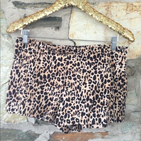 Leopard Shorts W/ Side Button, Forever21, Sz L