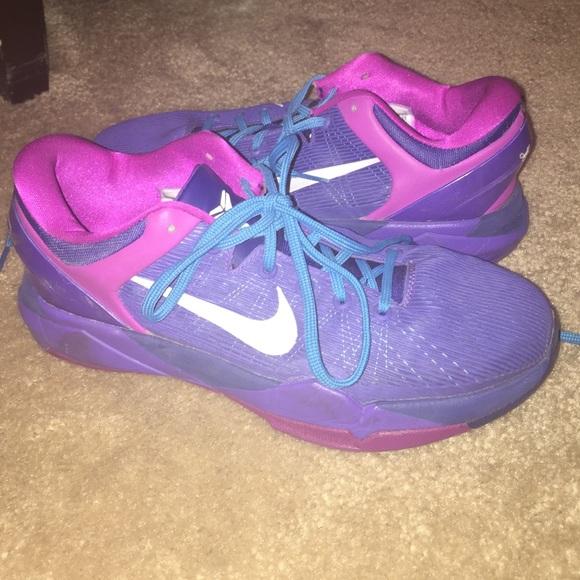 Kobe Bryant purple basketball shoes