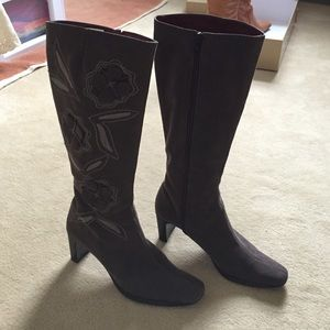Brown flower boots size 6.5