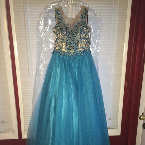 Disney Collection Dresses & Skirts - Prom Dress😍