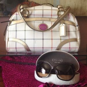 Coach handbag auth. Spring is here. Bag only
