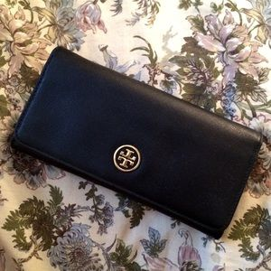 Tory Burch Clutches & Wallets - Tory Burch Black Robinson Envelope Wallet