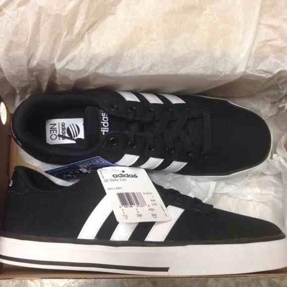 sports shoes 3ab0d 03db7 MAKE OFFER 😊🎉 NIB Adidas NEO SE Daily Vulc
