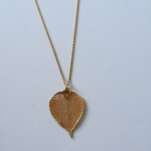 Jewelry - Gold leaf pendant necklace