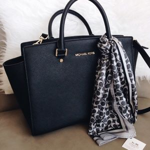 Michael Kors Handbags - Michael Kors Large Selma Bag