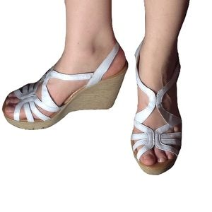 Castillo of California Shoes - White Patent Strappy Wedges 💖