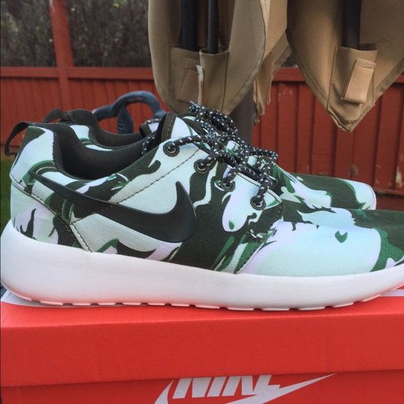 cheap for discount dc869 94e42 MORE SIZES Nike Roshe Run Army Camo Women s   Mens.  M 5533ff7f680278628f008d67