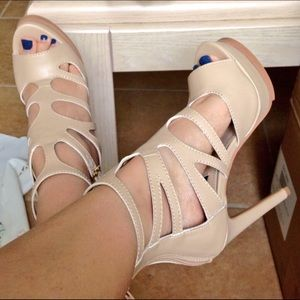 Sophia & Lee  Shoes - 👠 Sophia & Lee Strappy Heels 👠