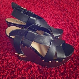 Awesome Steve Madden platform wedges!!