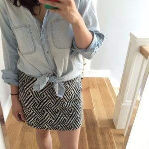 H&M Dresses & Skirts - H&M black and white pattern mini skirt