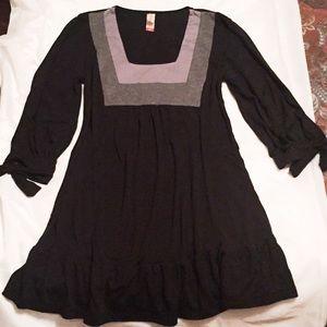 Flirty black/grey tunic w/ruffle hem