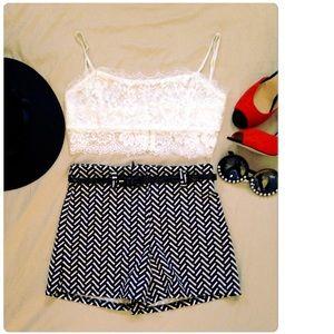 bd0f785eddb44e Shorts -     Black   White Chevron High Waist Shorts