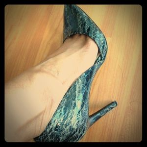 Mia grey and black snakeskin pumps