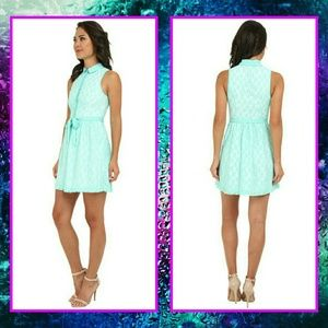 BOGO- NWT- Collared Kensie sleeveless lace dress