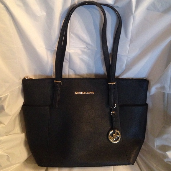 29% off MICHAEL Michael Kors Handbags - 💥SALE💥BLACK LEATHER MK ...