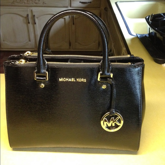 Used Michael Kors handbag on Merc