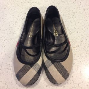 Burberry Other - ⚡️SALE⚡️Authentic Burberry flat (read description)