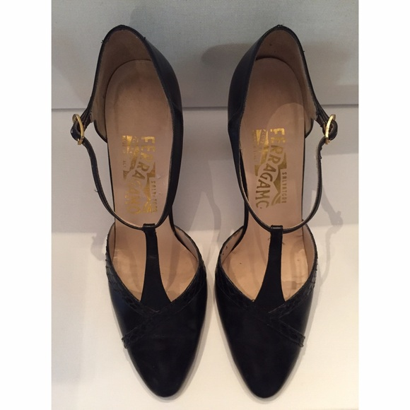 Salvatore Ferragamo Vintage Suede Pumps new for sale outlet view shop for sale online real free shipping official oAFMJP9q