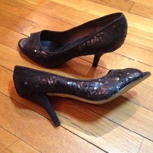Banana Republic sz 7.5 peep toes for a night out!