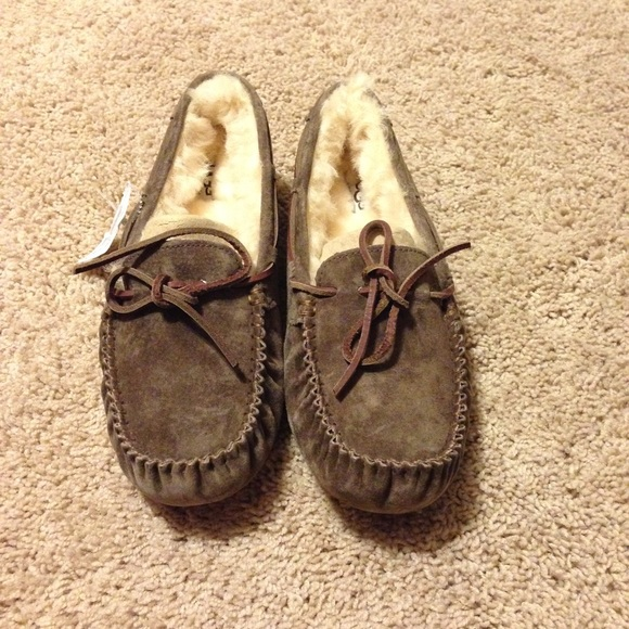 cc3f875827a Ugg 'Dakota ' slippers in espresso size 8 NWT