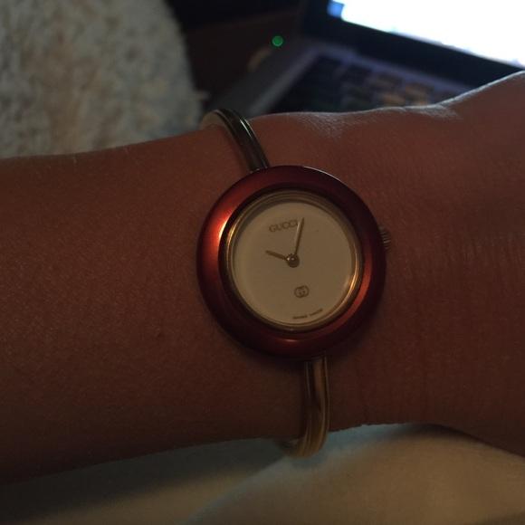ac618eebd31 Gucci Jewelry - Gucci 1100-L Watch