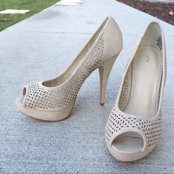67% off Apt. 9 Shoes - APT. 9 Nude Peep-toe Platform 5&quot Heels Size