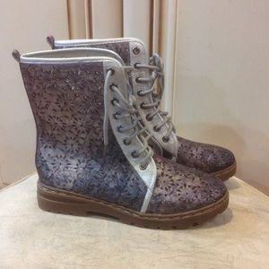 CA Collection by Carrini gray cut out boots NEW