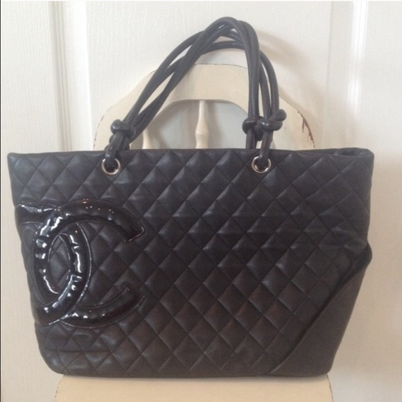 Chanel quilted leather handbag purse