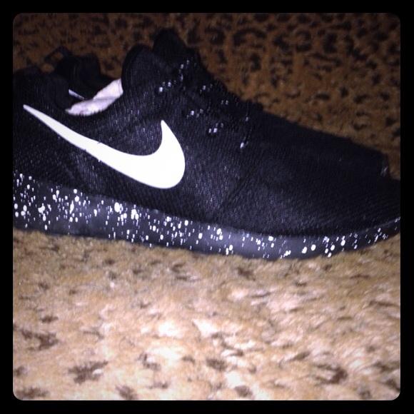 1f616a4ffa40  CUSTOM  Oreo Nike Roshe Run women s black 8. M 5536a37ef739bc0fe30043cc