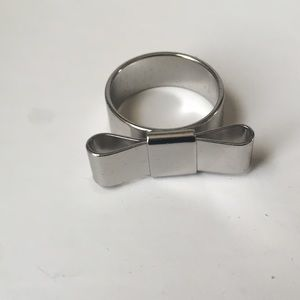 Jewelry - Silver bow ring