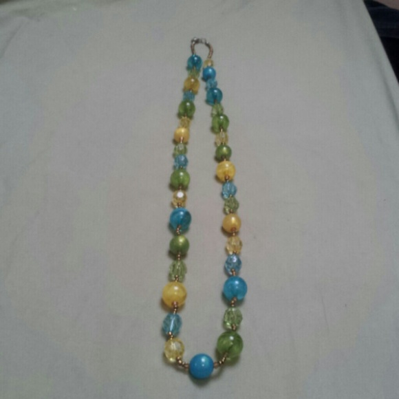67 jewelry blue yellow and green beaded necklace