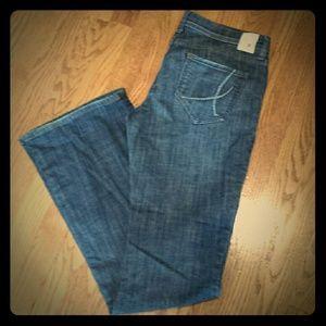 """It Denim - It jeans """"Hottie"""" style"""