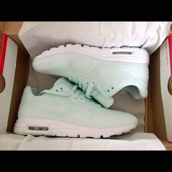 8fe5cd7c8be7 NIKE WOMENS AIR MAX 1 ULTRA MOIRE Mint green