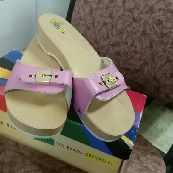 Who sells dr scholls shoes
