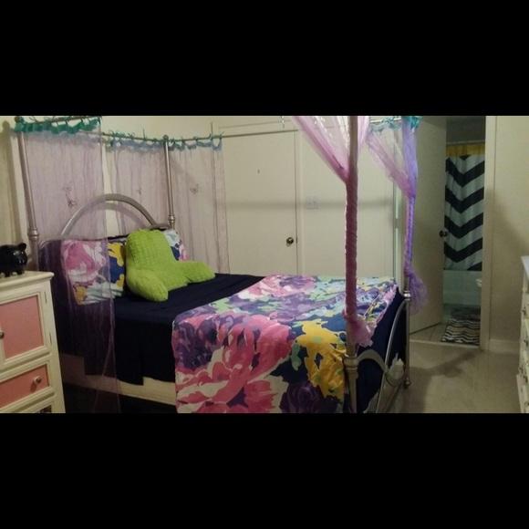 . Hannah Montana bedroom set