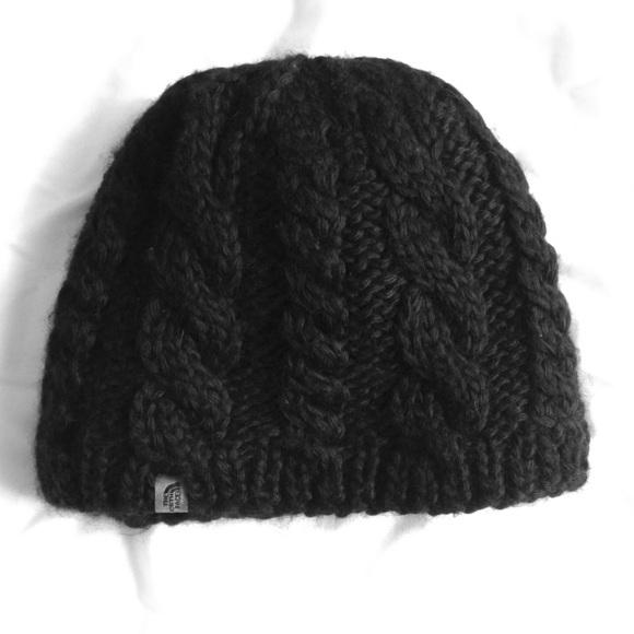 Black NorthFace cable knit beanie. M 55381e3fb4188e6bbe00a59e 1e29217debdf