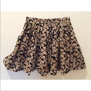 Brandy Melville daisy print skirt