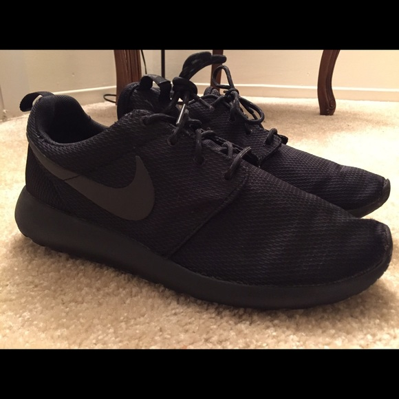 9bd345840abd roshe (all black). Womens size 11. Mens size9. M 553845d07f0a051487000731.  Other Shoes you may like. Nike Women s Running Shoe