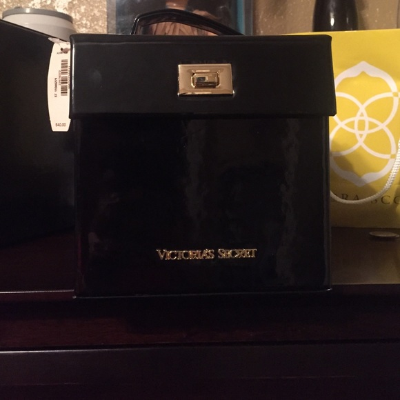 new style ecd14 2847c New Victoria Secret jewelry box. NWT
