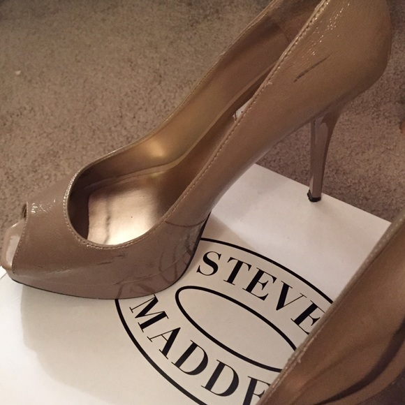 Steve Madden Shoes - 4.5 inch nude peep toe shoes 👠Spring Essentials!!