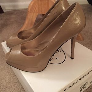 4.5 inch nude peep toe shoes 👠Spring Essentials!!