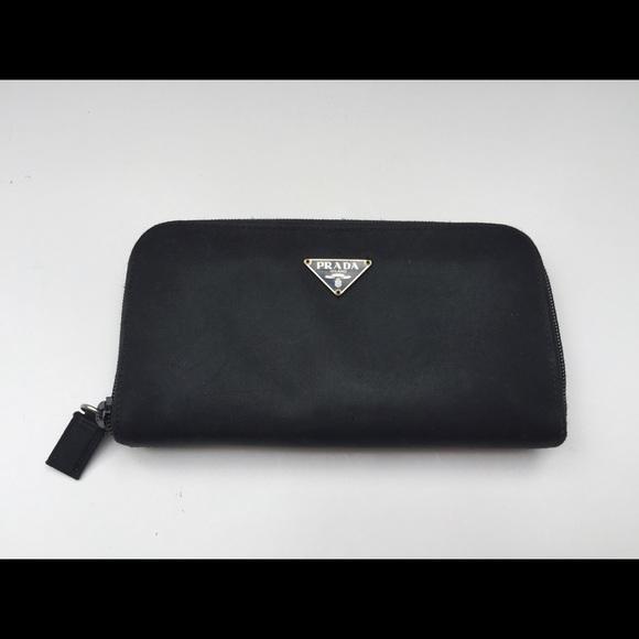 277247e3e08a3 Prada Black Zip Around Wallet. M 5538984e2599fe4012001e30