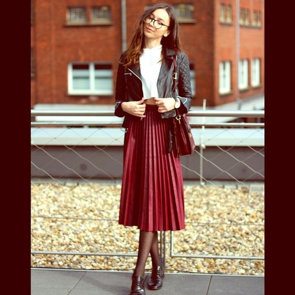 85dffaa127a016 NEW Zara burgundy high waist pleated skirt medium.  M_55397ef3c6c7957f0d000240