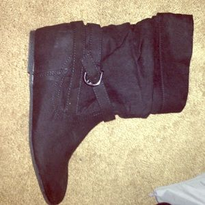 BRAND NEW short black boots