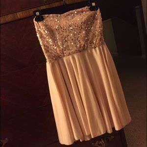 Dresses & Skirts - Pink sparkly dress