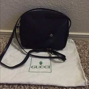 authentic black gucci new cond reduce