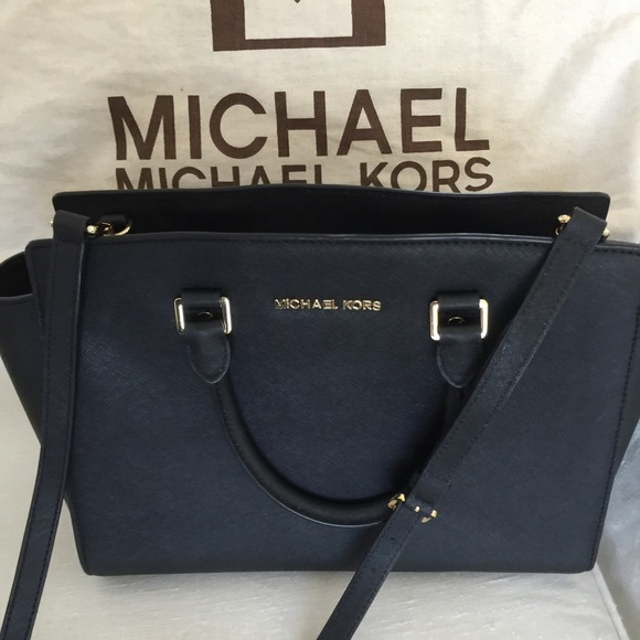 Michael Kors east west large Selma Saffiano Bag. M 553a5cecc7dcbf4254002898 8075ae678f