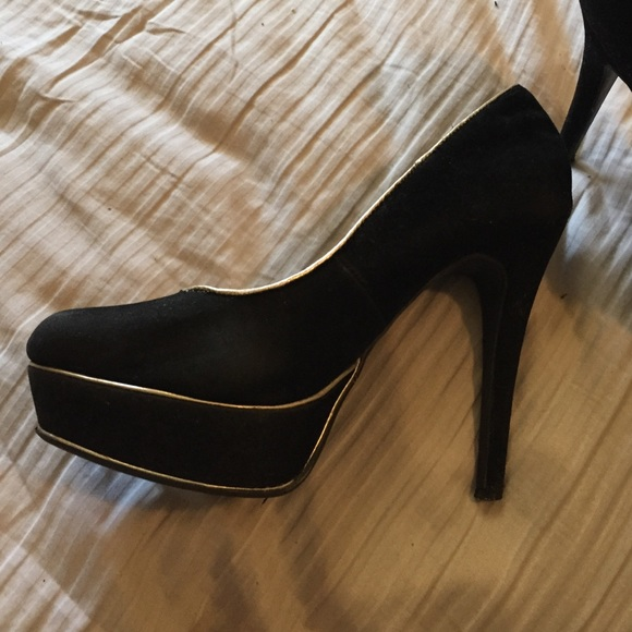 40 shoes black with gold trim heels