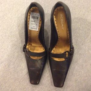 BCBGirls  point toe chocolate brown leather pumps